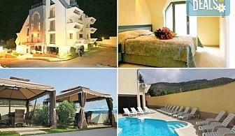 Релаксирайте през лятото в семеен хотел Алекс 3*, Сандански! 1 нощувка със закуска или закуска и вечеря, ползване на басейн и СПА!