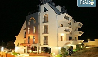 Релаксирайте през зимата в семеен хотел Алекс 3*, Сандански! 1 нощувка на човек, ползване на парна баня и настаняване на деца до 5г. - безплатно!