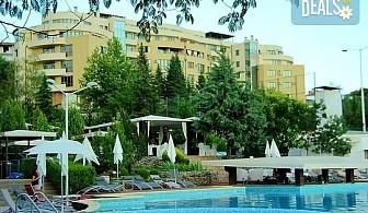 Релаксирайте в Семеен хотел Ботаника 3*, Сандански! Нощувка със закуска и вечеря, безплатно за дете до 1.99 г.