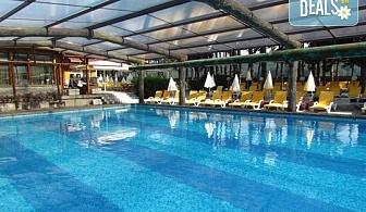 Релаксирайте в СПА хотел Елбрус 3*, Велинград! Нощувкa със закуска и вечеря, ползване на минерални басейни, джакузи, сауна, парна баня, билкова сауна и ледена стая, безплатно настаняване за дете до 3.99г.!