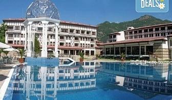 Релаксирайте в СПА хотел Орфей 5*, Девин! Нощувка със закуска, ползване на вътрешен и външен басейн и СПА релакс зона, безплатно за дете до 2.99 г