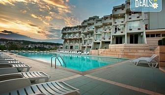 Релаксираща почивка в хотел Панорама 3*,Сандански! 1 нощувка със закуска или със закуска и вечеря, ползване на открит минерален басейн, сауна, детски кът и площадка, безплатно за дете до 3.99г.!