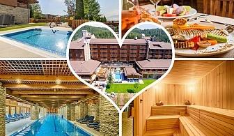 Романтичен пакет за Свети Валентин от Катарино СПА Хотел, до Разлог. 1 или 2 нощувки за двама със закуски и вечери, едната романтична празнична + басейн с минерална вода