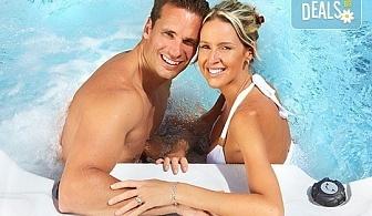 """Романтичен СПА пакет за двама в Senses Massage & Recreation - масаж, перлена вана, вино и трансфер с лимузина """"Lincoln"""""""