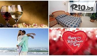 Романтичен Свети Валентин в Златни пясъци! Нощувка в двойна стая с гледка към морето, закуска и празнична вечеря за 84.90лв. за ДВАМА, от Хотел Лилия 4*