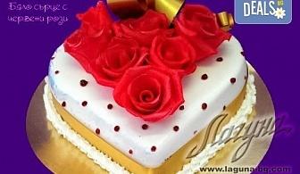 Романтична торта - сърце с рози, пеперуди или панделка с пълнеж по Ваш избор от Виенски салон Лагуна!