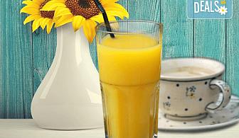 Събудете сe с чаша фреш от портокал, грейпфрут или лимон и кафе Molinari в Royal Place Shisha Bar!