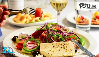 Салата и Основно ястие по избор + музика на живо, от Гръцки ресторант Evergreen