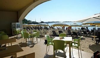 На самия плаж в Несебър за една нощувка, закуска, басейн и паркинг в хотел Мираж / 03.05.2019 - 15.06.2019