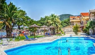 От 11.07 до 25.08 на самия плаж в Скала-Рахониу, о. Тасос! Нощувка със закуска и вечеря + частен плаж и басейн от хотел Rachoni Bay Resort