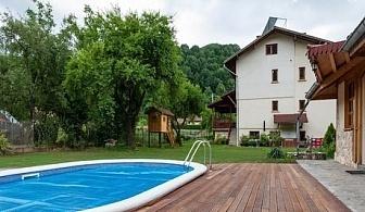 Самостоятелна къща Дон Маро за до 20 човека на цени 330 - 360 лв. с механа с камина, барбекюта и още много удобства в Рибарица.