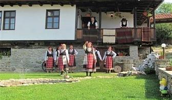 Самостоятелна реновирана 140-годишна къща Бела за 4 човека с включени закуска, детски кът, басейн и много удобства край Ловеч!