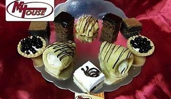 Сбъднати фантазии! 50 или 100 броя сладки петифури микс в ШЕСТ различни вкусови стила от Muffin House
