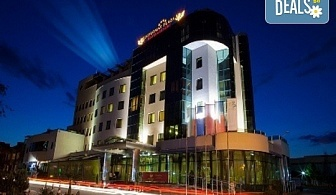 """Семеен пакет за СПА почивка в Diplomat Plaza Hotel & Resort 4*, Луковит! 2 нощувки със закуски на човек в двойна стандартна стая, разходка до пещерата """"Проходна"""", СПА и Game зона, интензивен курс по плуване за дете"""
