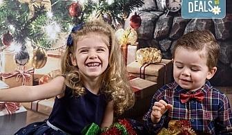 Семейна, детска или индивидуална фотосесия в студиo с разнообразни декори и 10 обработени кадъра от Студио Dreams House