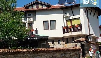 Семейна почивка в Арбанаси през август или септември! Нощувка със закуска или със закуска и вечеря при лукс настаняване в Семеен хотел Елена!
