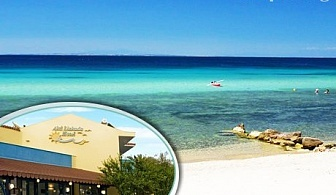 Семейна почивка на 70 м. от плажа в Геракини, Халкидики, Гърция! Нощувка със закуска за двама или трима в реновирания Akti Liakada Beach Hotel