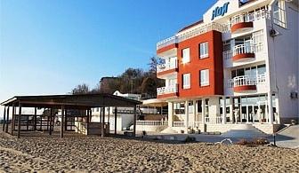 Септември на брега на морето във Варна! Нощувка със закуска за двама или двама с две деца в хотел Ной, к.к. Чайка, плаж Кабакум