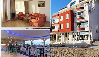 Септември на брега на морето във Варна! Нощувка + закуска за двама или двама с две деца в семеен хотел Ной, к.к. Чайка, плаж Кабакум