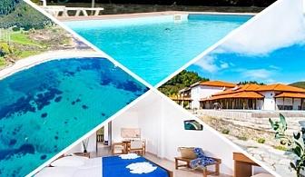 Септември край Торони, Гърция на 150м. от плажа! Нощувка със закуска и вечеря + басейн от хотел Azapiko Blue Sea