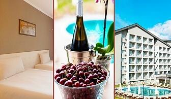 20 - 23 Септември в Кюстендил. 1, 2 или 3 нощувки на човек със закуски и вечери + външен МИНЕРАЛЕН басейн в Парк Хотел Кюстендил