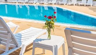 Септември на 1 мин. от плаж Хармани, Созопол. Нощувка със закуска или нощувка със закуска и вечеря + басейн в хотел Флагман