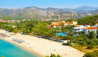 Септември на първа линия на плажа Агиос Антониос, о. Тасос! Нощувка със закуска + басейн от хотел Kamari Beach, Гърция!