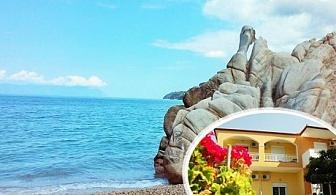 Септември на 20 м. от плажа в Геракини, Халкидики, Гърция! Нощувка със закуска за ДВАМА в хотел Estelle