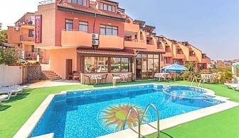Септември на 70м. от плажа в Созопол! Нощувка на човек със закуска или закуска и вечеря + басейн от хотел Аполис***