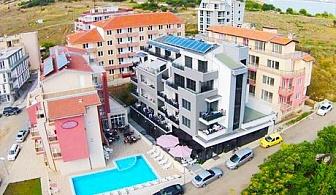 Септември в Созопол! Нощувка или нощувка и закуска + басейн в хотел Полина Бийч