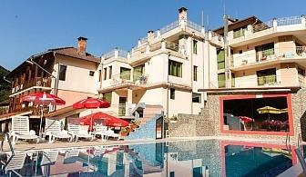 Септемврийски празници в хотел Мания, с.Чифлик! 2 или 3 нощувки на човек със закуски или закуски и вечери + външен минерален басейн