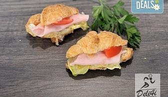 Сет от 70 ароматни маслени кроасанчета и мини сандвичи с разнообразни вкусове + безплатна доставка за София от кулинарна работилница Деличи!