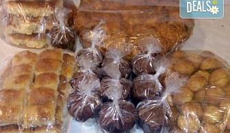 """ШЕСТ килограма """"Пакет - банкет"""": баница, соленки, козуначени кифлички и мъфини за почерпка у дома или в офиса от Работилница за вкусотии Рави!"""