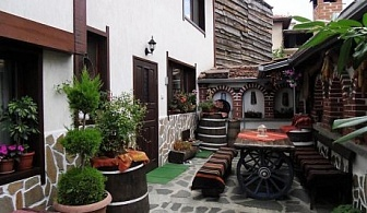 Ски почивка за двама в Банско с механа с камина и оборудвана кухня - къща Плевнята!