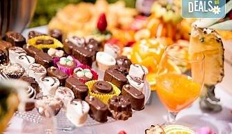 Сладко изкушение за Вашия повод! Вземете сет от 100, 150 или 200 сладки хапки от H&D catering!