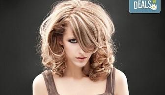 Слънце в косите! Свежи кичури с шапка или фолио, терапия и оформяне на косата със сешоар в Салон за красота Blush Beauty!