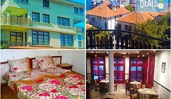 Слънчева лятна почивка в Семеен хотел Слънце-VIP зона, Созопол! Нощувка със закуска, закуска и вечеря или закуска, обяд и вечеря, безплатно за дете до 5.99г.
