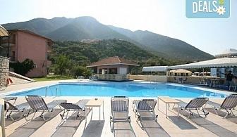 Слънчева почивка през юни или септември в Hotel Sunrise 2* на о. Лефкада! 5 нощувки със закуски, транспорт и екскурзовод!