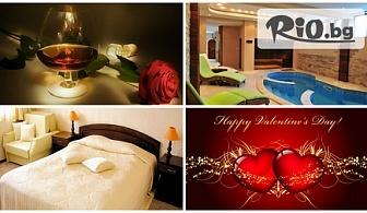 СПА почивка за Св. Валентин в Арбанаси! 1, 2 или 3 нощувки със закуски, романтична вечеря с бутилка вино, басейн и СПА на цени от 66лв, от Хотелски комплекс Винпалас