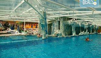 СПА релакс в Балнеохотел Аура 3*, Велинград! Нощувка със закуска и вечеря, ползване на уелнес пакет - минерални басейни, контрастен басейн, сауна, парна баня и тропически душ, безплатно за дете до 3.99 г.