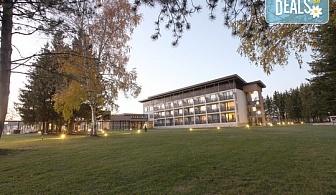 СПА уикенд в Хотел Белчин Гардън, к.к. Белчин бани! 2 нощувки със закуски или закуски и вечери, ползване на минерален басейн, джакузи, сауна, парна баня, 10% отстъпка за масажи и терапии, фитнес, паркинг, Wi-Fi