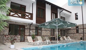 Спокойствие и релакс в къща за гости Релакс 3*, Огняново! Нощувка с домашно приготвена закуска, външен минерален басейн, безплатно за дете до 5.99 г.,