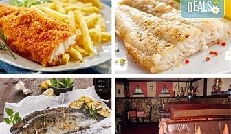 Средиземноморски круиз! Рибно плато: пресен сафрид, толстолоб, филе бяла риба пане, филенца сьомгова пъстърва, рибни рулца и пържени картофи в Ресторант 21 в Лозенец!