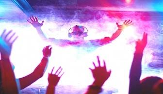 Студентски празник  в Боровец! 2 нощувки на човек със закуски и празнична вечеря с DJ парти  + басейн в хотел Вила Парк