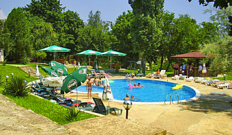 Super Last minute оферта от парк хотел Здравец***Златни Пясъци ! Нощувка на база All inclusive с огромно намаление + басейн с шезлонг и чадър!!!!