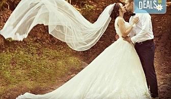 Сватбено фото- и HD видеозаснемане + фотокнига и подарък: разпечатана снимка в рамка по избор на клиента от Photosesia.com!