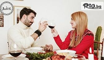 """Светът е за двама! 2 салати + плато разядки и 500мл вино за двама, от Ресторант """"С Любов"""""""