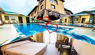 Свети Валентин в Банско! 2 нощувки на човек със закуски и вечери* + празничен куверт + басейн и СПА в Парк хотел Гардения****