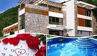 Свети Валентин, горещи минерални басейни и СПА в Огняново. 1 или 2 нощувки за двама със закуски и романтична вечеря от Хотел Бохема