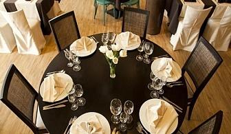Свети Валентин в Св. Константин и Елена, Хотел и Спа Азалия 4* - нощувка със закуска и празнична вечеря от 88 лева на човек